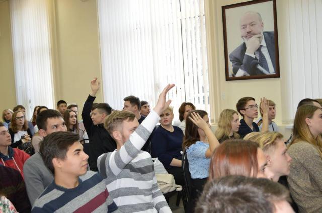 Круглый стол «25 лет Конституции РФ. Права и ответственность граждан»